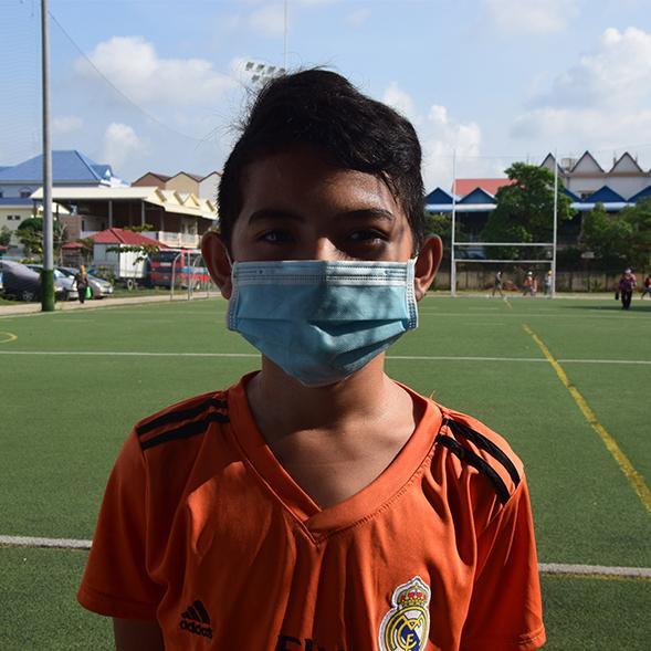 Panha, 12 ans, est aidé par PSE
