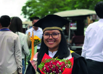 Sorya lors de sa remise de diplôme