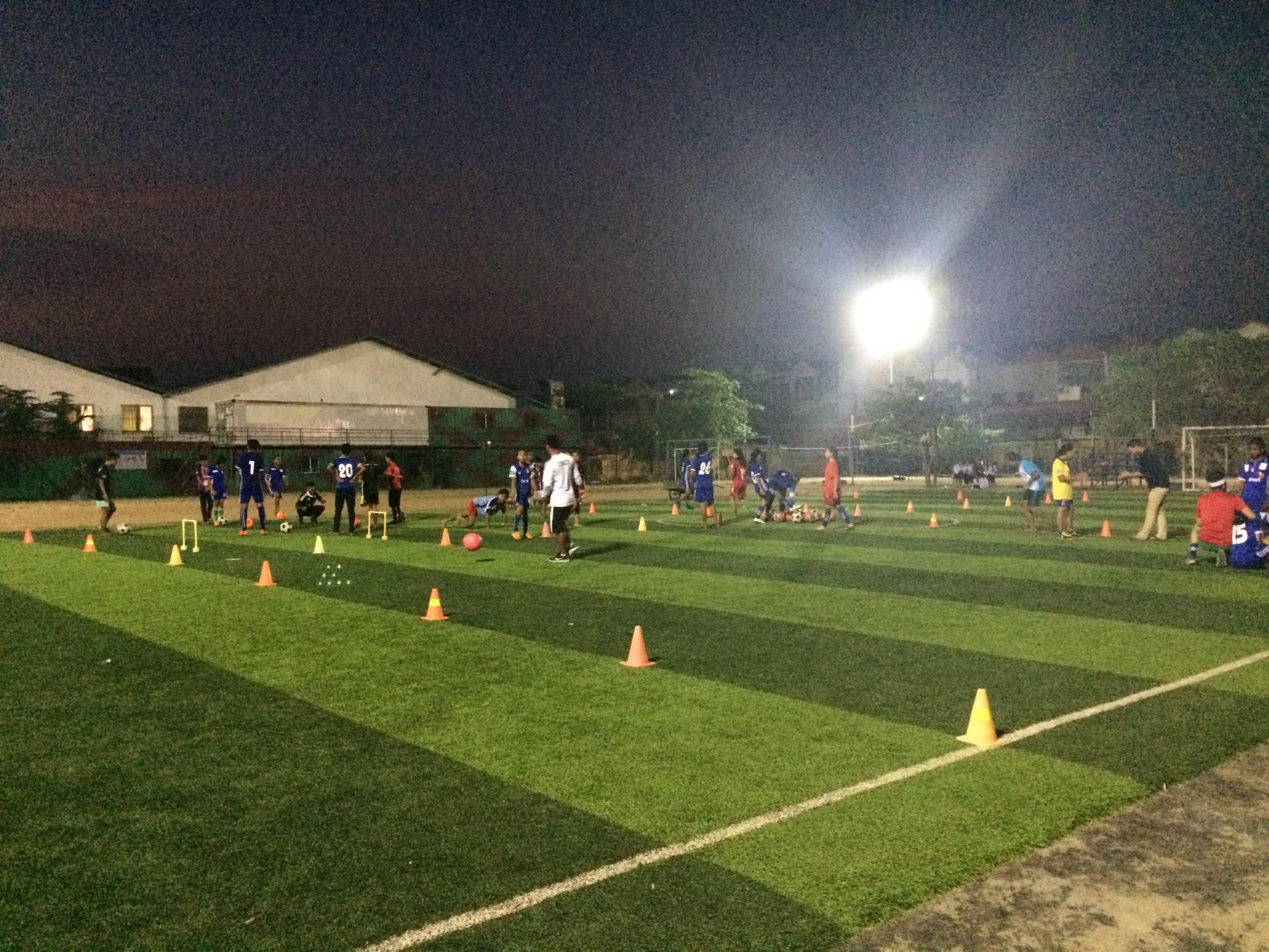 Le terrain de foot où Lysa s'entraine