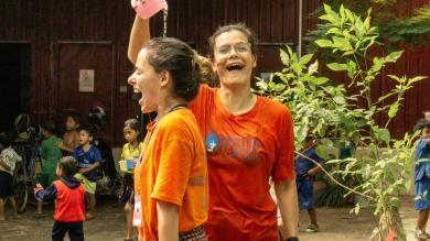 Marguerite pendant les camps d'été au Cambodge