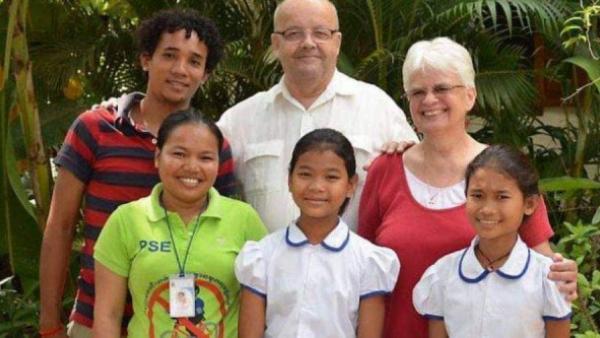 Karuna (en bas à droite) lors de la Tournée 2012