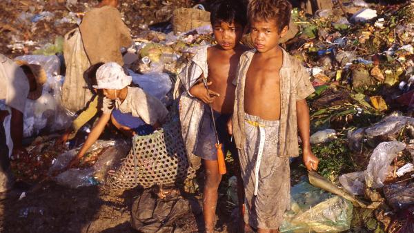 Deux garçons sur la décharge de Phnom Penh