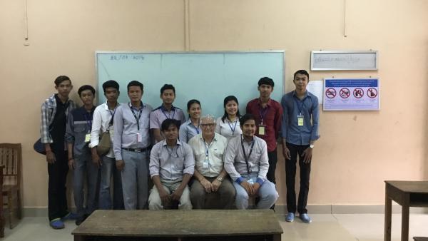 Un groupe d'anciens étudiants de l'école Sanitaire venus présenter leurs parcours aux étudiants