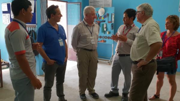 François au Cambodge avec l'équipe de l'école des métiers du bâtiment de PSE