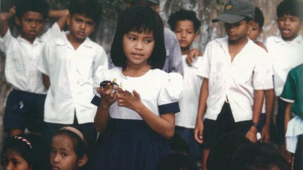 Leakhéna en uniforme scolaire