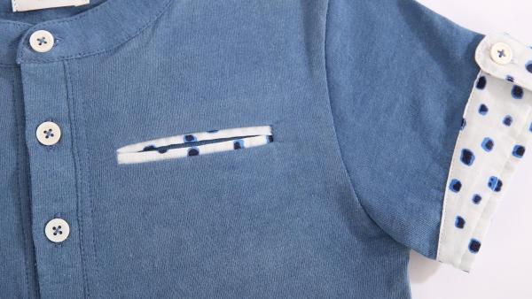 Un modèle de polo The Extra Smile confectionné à l'atelier couture de PSE