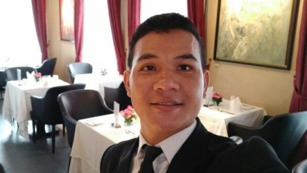 Un ancien de PSE aujourd'hui manager dans un restaurant