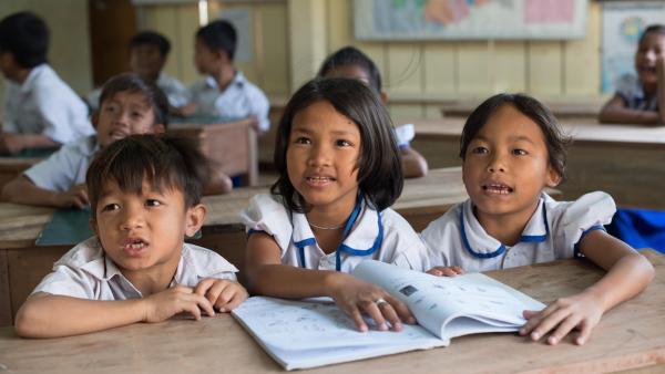 Enfants en classe au centre PSE de Phnom Penh