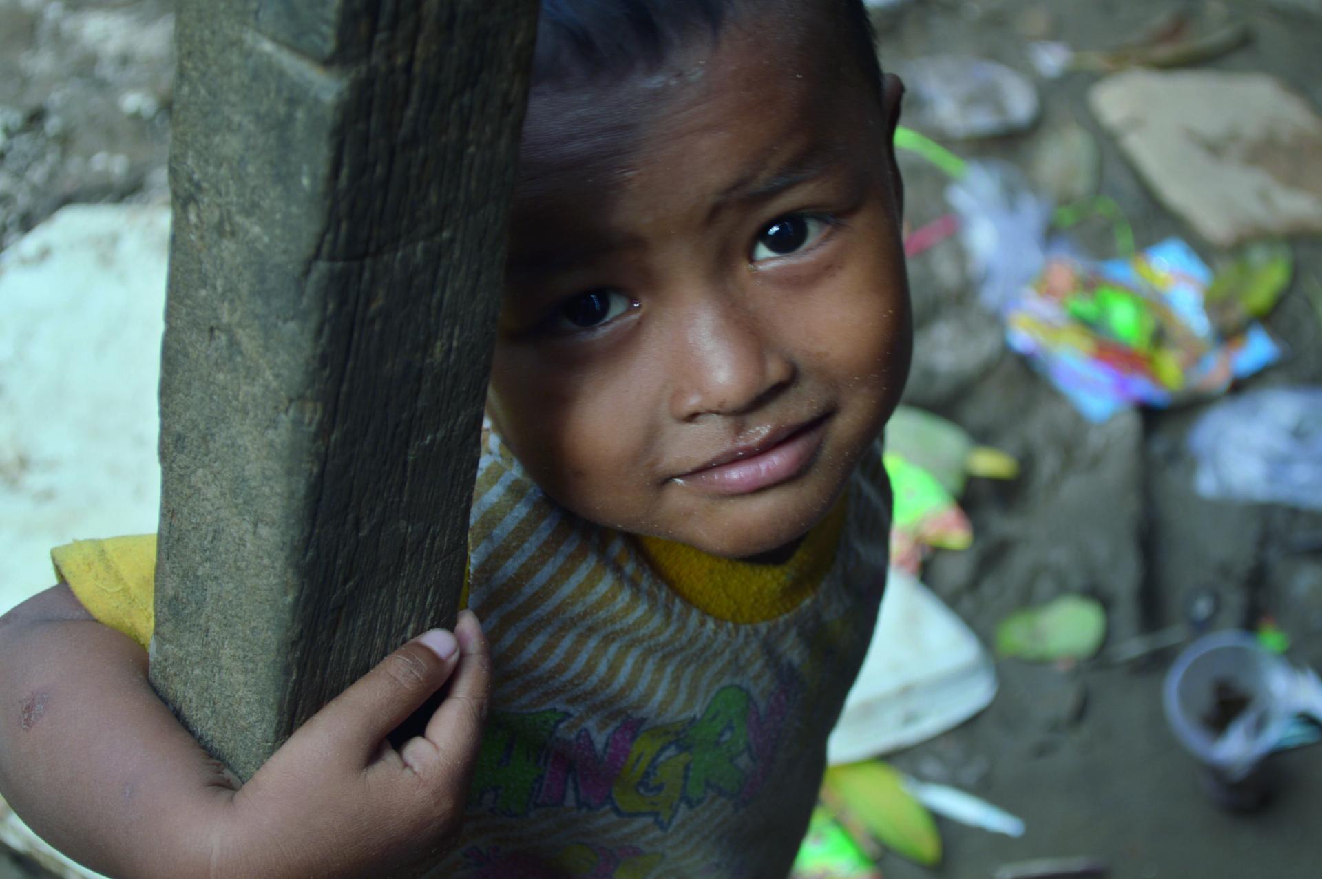 Un enfant d'une zone de grande pauvreté