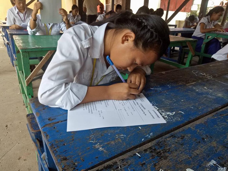 Une jeune élève en cours de soutien à PSE